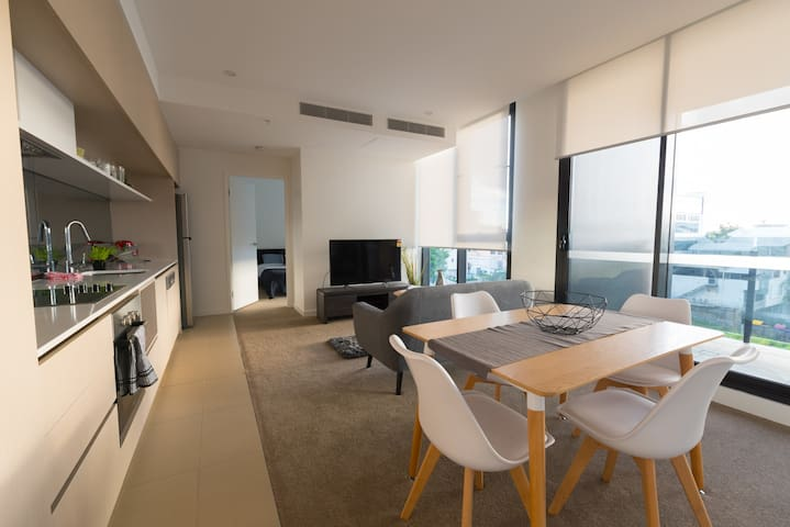 BRAND NEW Modern 2 Bed Apt + Rooftop Pools + Wifi - Milton - Wohnung