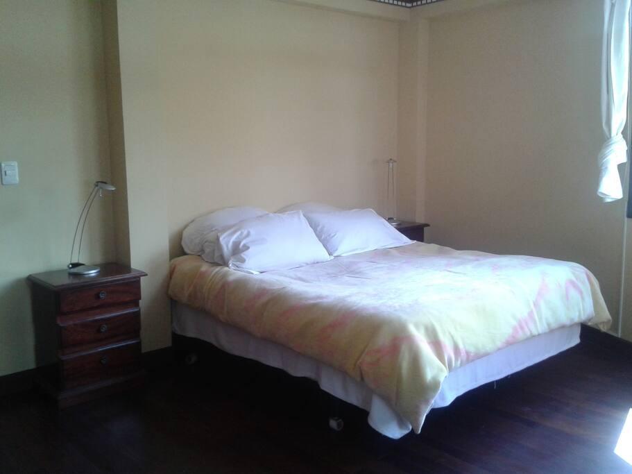 Comoda y confortable cama Queen size: Para 1 o 2 personas