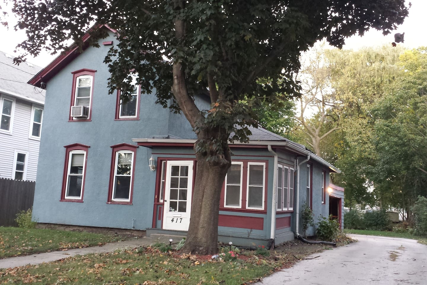 Cute, cozy 124 year old Colonial, off street parking