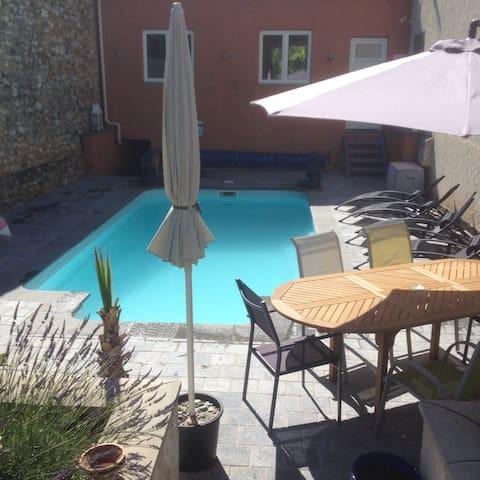 Belle maison moderne avec piscine - Montagnac-Montpezat