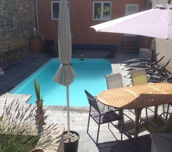 Belle maison moderne avec piscine - House