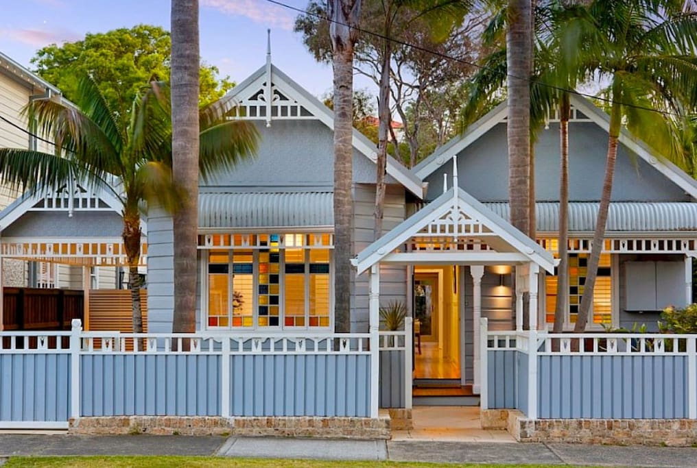Federation family beach house in perfect quiet, level walk to beach location.