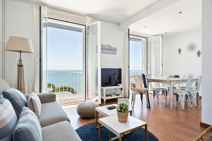 Beachfront 3 bedrooms apartment