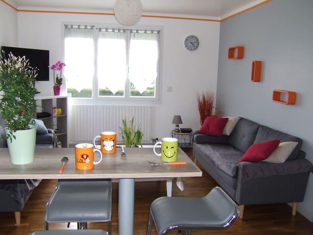 LOUDEAC, house 4 bedrooms, garden, parking, WIFI