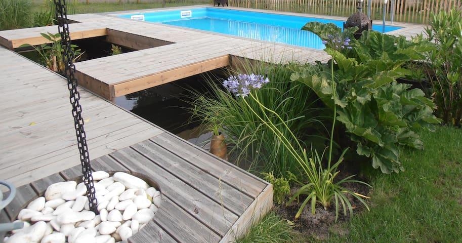 Court séjour avec piscine chauffée à 500m du lac