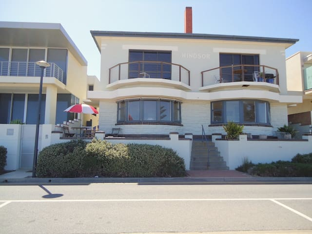 Seafront living at its best - Henley Beach - Appartement