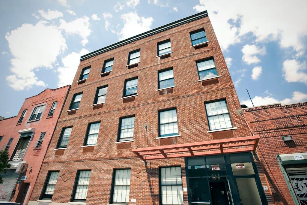 brooklyn queen bed h tels de charme louer brooklyn new york tats unis. Black Bedroom Furniture Sets. Home Design Ideas