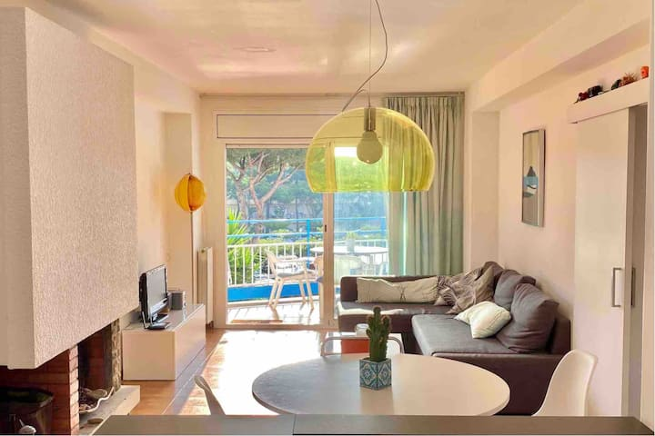 Beautiful flat with Pool @ 5 min Walk to the Beach