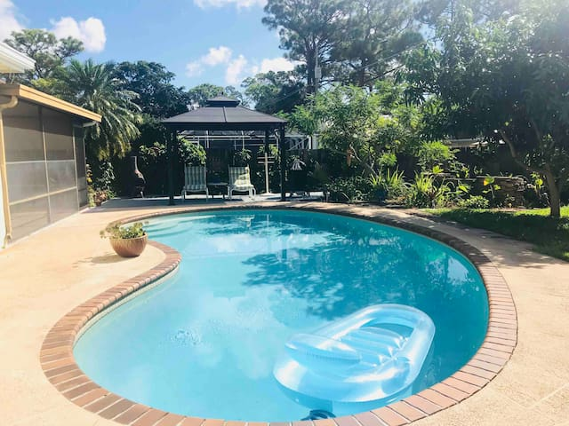 Tranquil  Vibes ~ Pet Friendly Private Pool Home