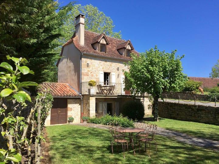 Petite maison quercynoise totalement restaurée