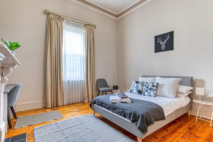 Bedroom 3 - Queen with desk