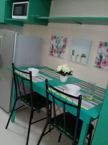 Ariana's Den - furnished studio in Vista Taft