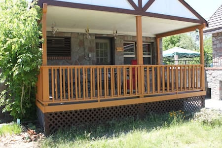 Completely PRIVATE!  2BR cottage!!! - Mount Shasta - Casa