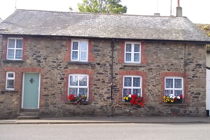 Brookside B&B in the heart of Sticklepath village