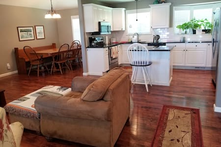 Lovely Fully Upgraded Home in South Kansas City