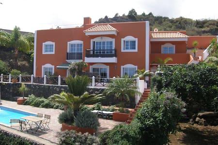 Landhaus Finca Palmeras mit Pool