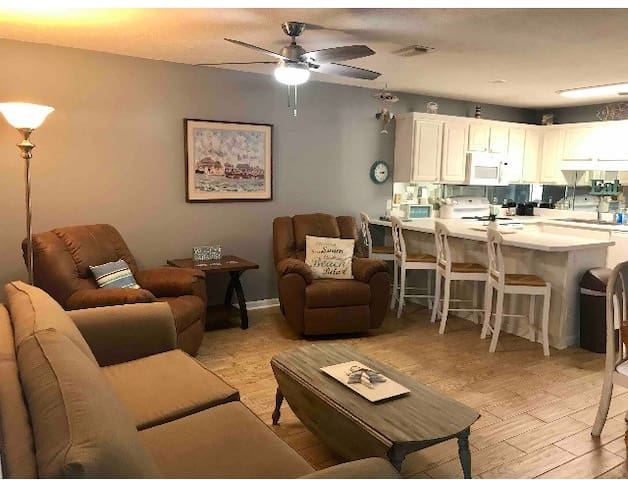 Beautiful Beach Condo on the Strip!