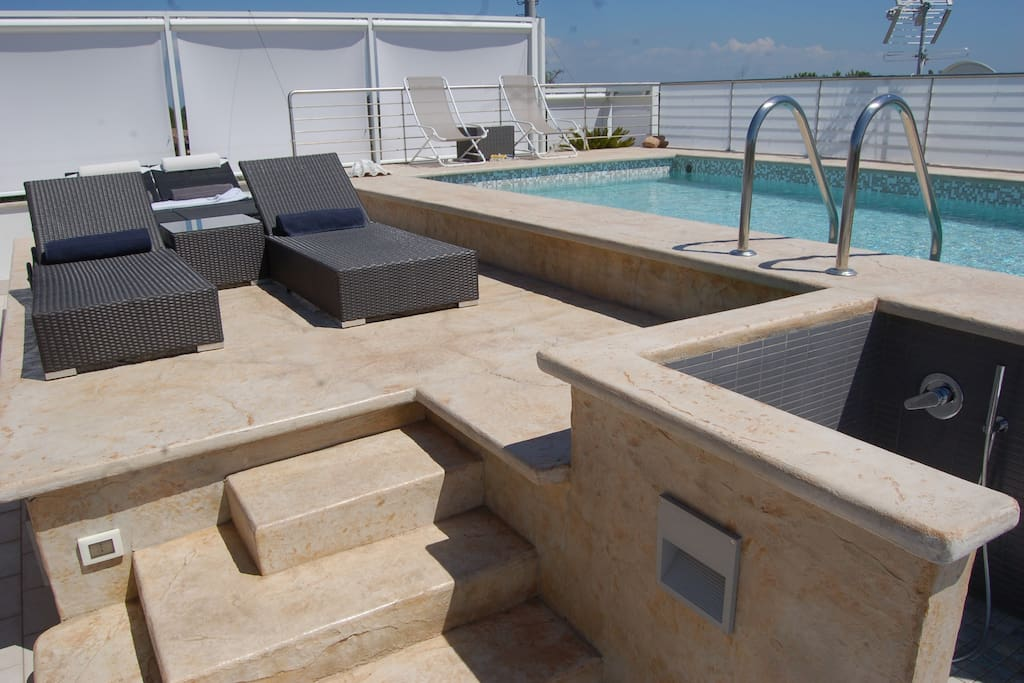 TERRACE EQUIPPED WITH POOL