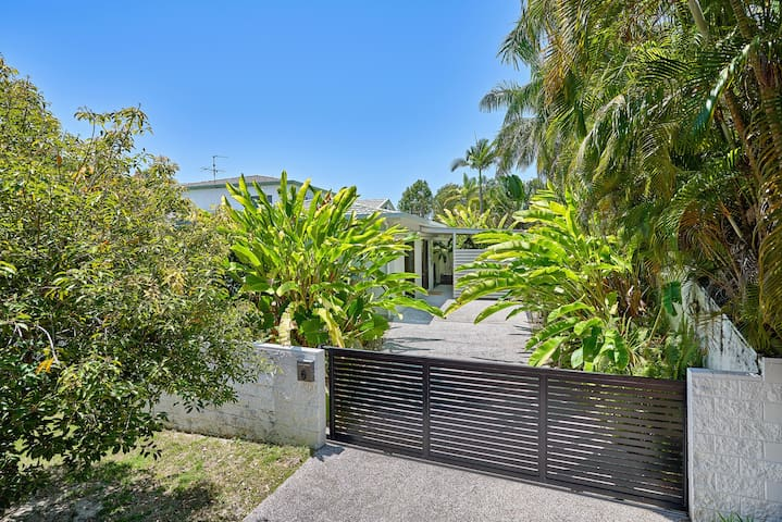Cairns Northern Beaches Holiday Retreat.