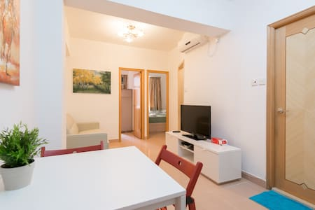 SALE! - LARGE 2BR, 3Min to MTR!