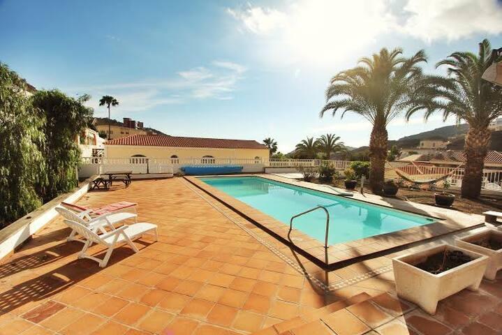 Tauro Villa with luxury pool - มอแกน - วิลล่า