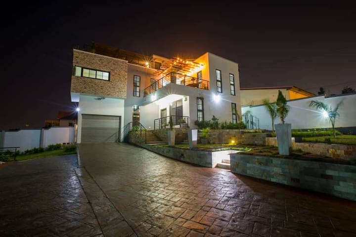 Double ensuite in architected villa