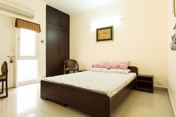 Charming independent villa in DLF 1