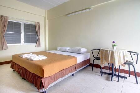 ห้องพักแอร์พร้อมเฟอร์ราคาประหยัด - Phuket - Wohnung