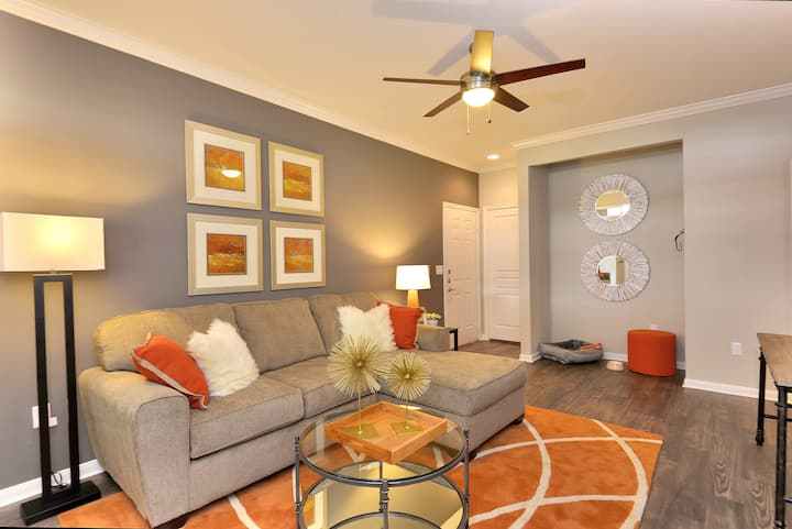Flexible living at its finest | 2BR in Houston