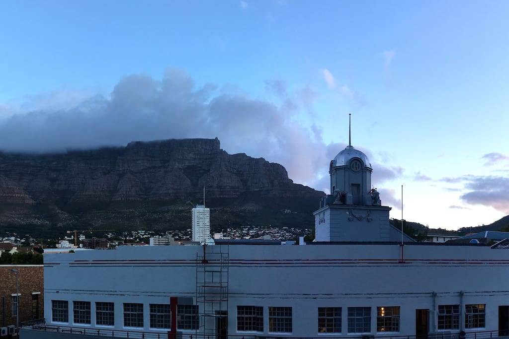 Spectacular view of Table Mountain from the living room!