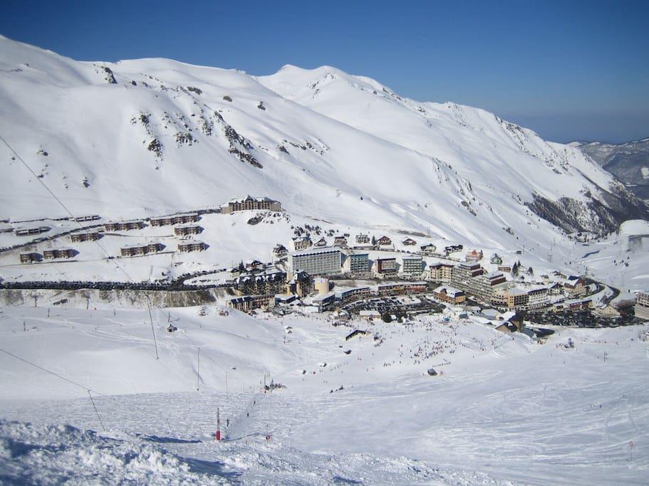 vue de la station et de la résidence depuis les pistes