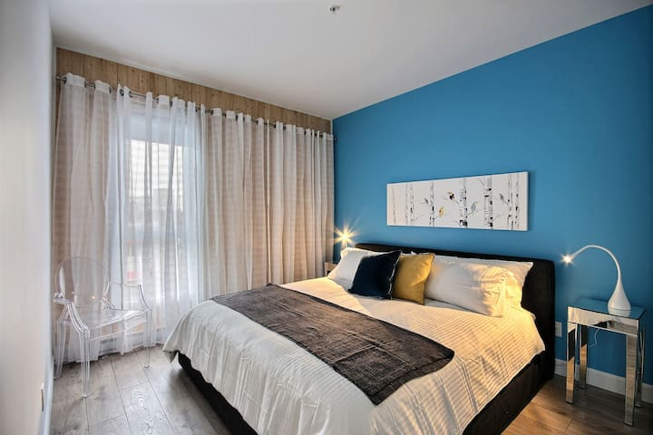 The condo was perfectly located, clean, and the beds were really comfy.  -Audrey march 2019 *****