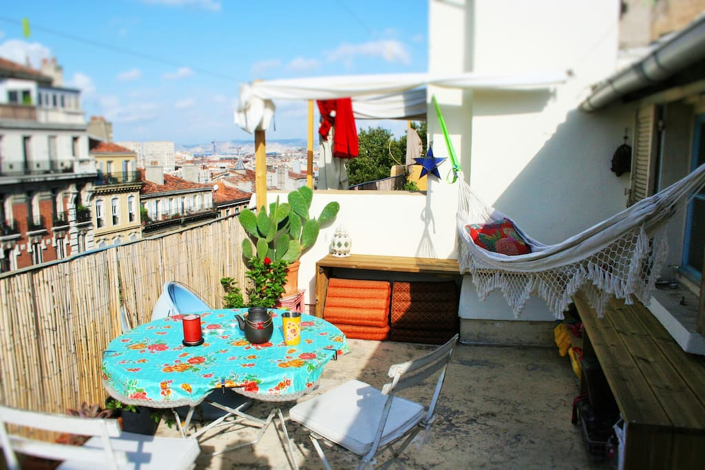 appart boh me grande terrasse appartements louer marseille. Black Bedroom Furniture Sets. Home Design Ideas
