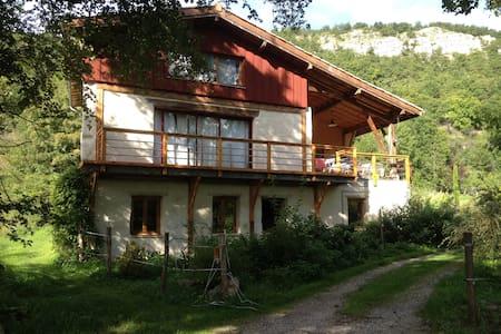 Éco-Habitation en milieu rural. - Ilhat - Lerhydda
