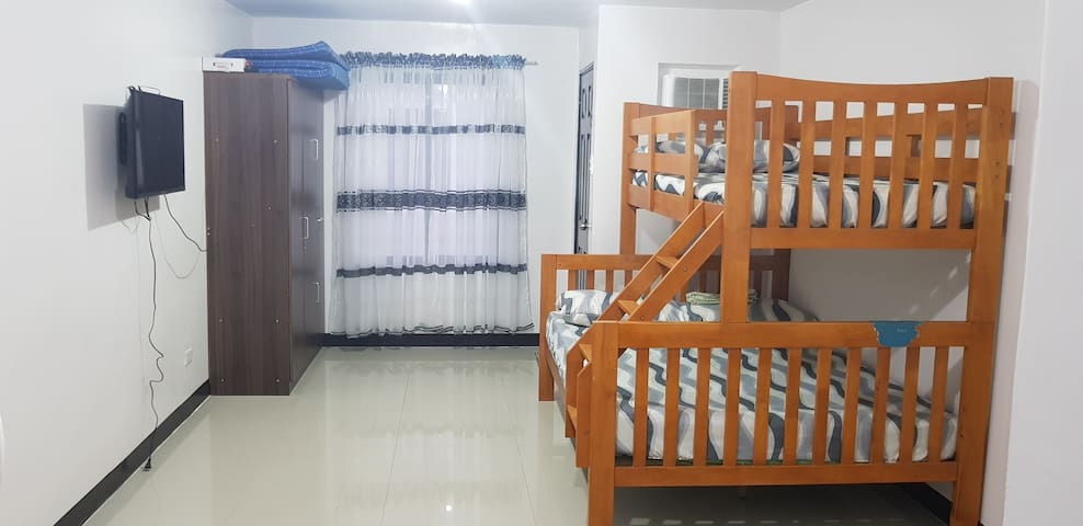 Studio Unit in Alabang with WIFI