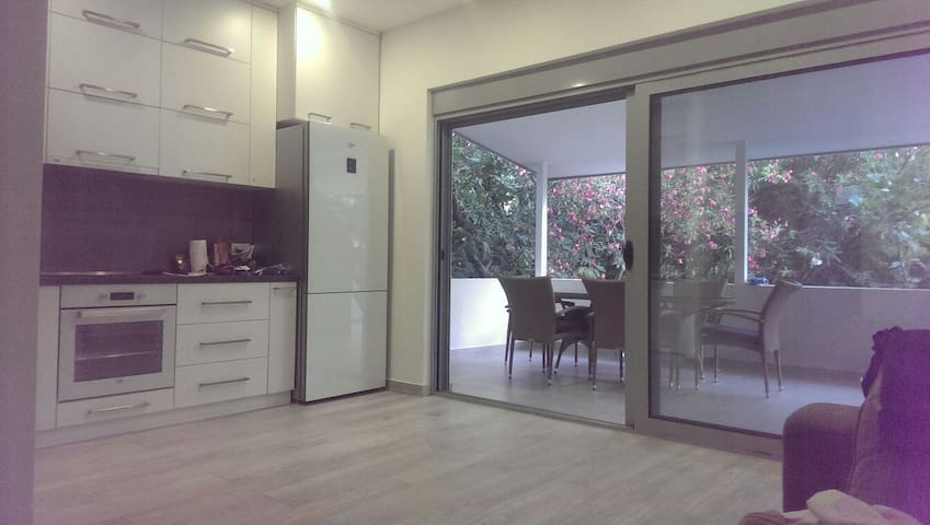 3 bedrooms apartment, 200m from the beach - Budva, Budva Municipality, ME - Flat