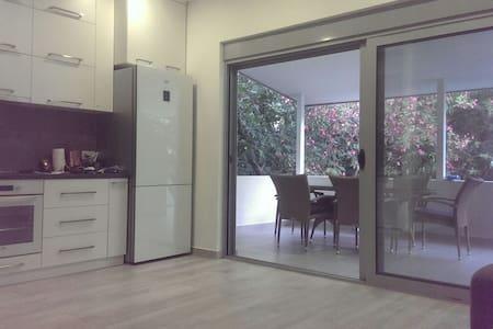 3 bedrooms apartment, 200m from the beach - Budva, Budva Municipality, ME - Pis