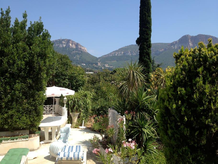 terrasse équipée eau -lanternes-magnifique vue /Cap Canaille la falaise la + haute d'Europe