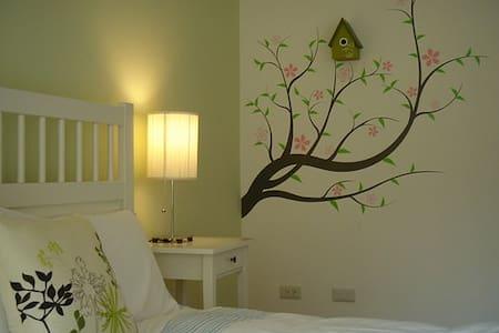 有壁爐有閣樓的故事民宿~綠風房Green Room - Longtan Township