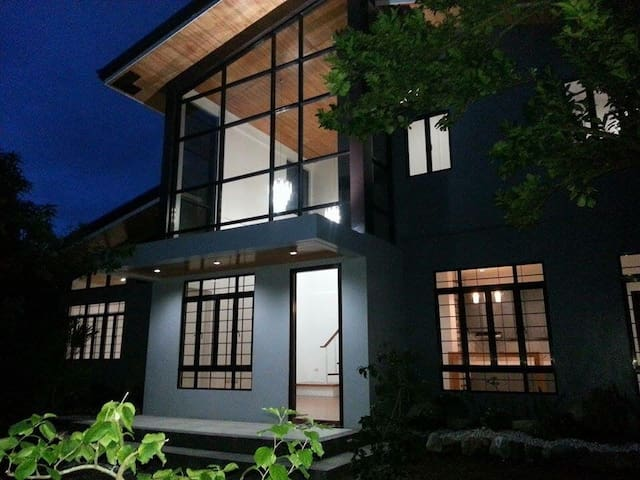 Casa Erlinda, modern newly built house 3BR for 10! - Tigaon - Casa