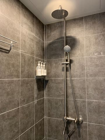 Private shower room(단독욕실)
