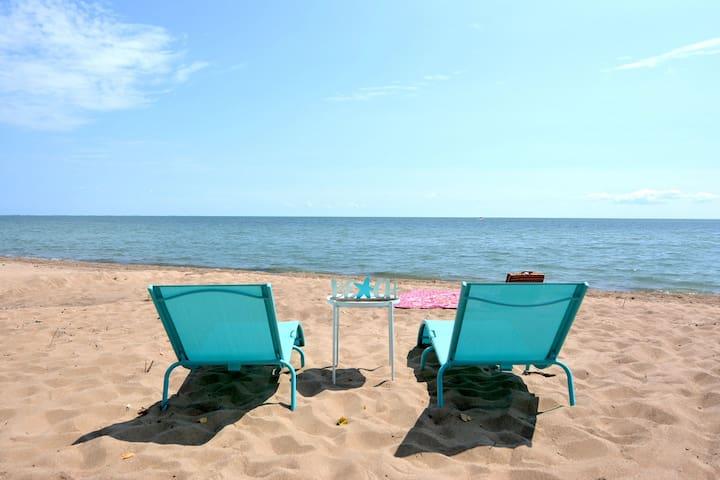 ★Sunrise Beach House★Epic Lake & Beach to Unwind