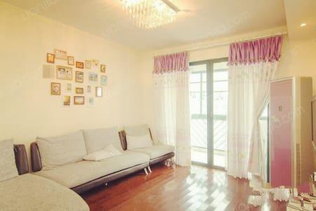 宁静优雅,温馨舒适,静安新格公寓豪装全配 - Shanghái - Casa