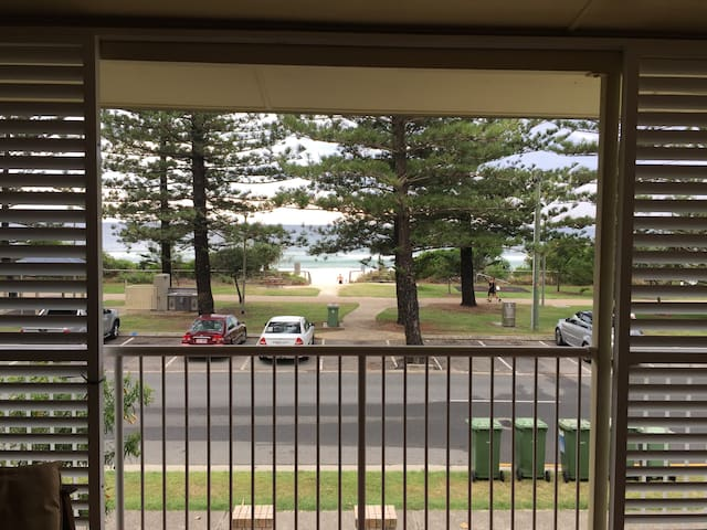 Ocean Front 3 bedroom unit, as big as a house! - Burleigh Heads - Apartament