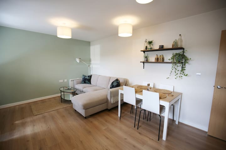 Stylish, modern apartment in London. 24hr access.