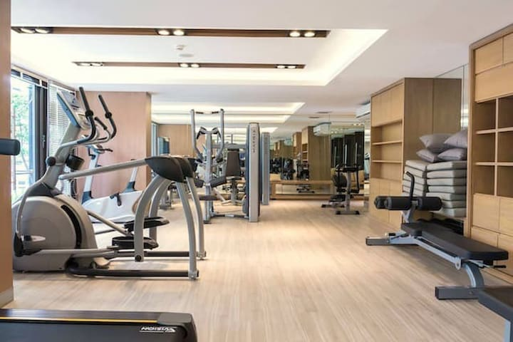 272曼谷市中心素坤逸路清新小公寓,免费泳池,健身房,Wi-Fi,步行可以到地铁站