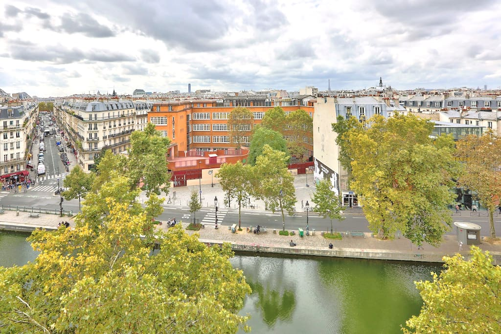 Incredible view of the canal Saint Martin