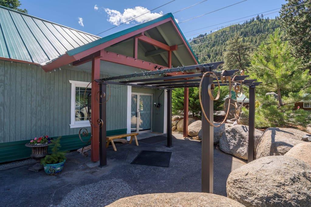 Lodge Entry