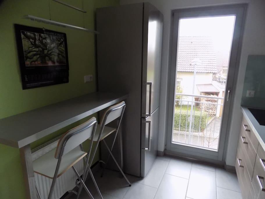 Küche mit Kühl-/Gefrierschrank