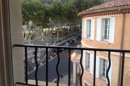 En plein centre de Cotignac - Cotignac - Appartement